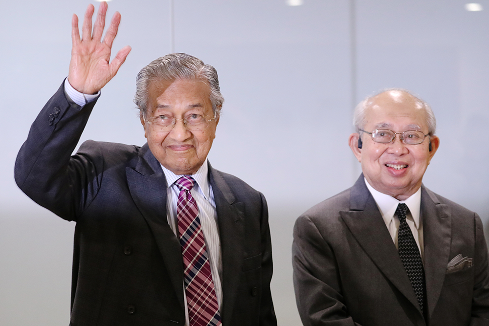 Malaysia PM holds on to power with budget win
