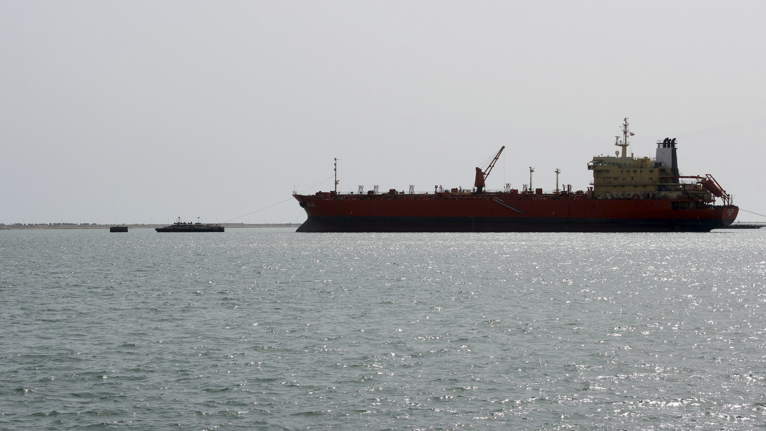 Red Sea oil tanker 4 times as big as Exxon Valdez could spill any day now